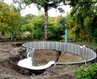 Aufbau des Swimmingpools stockbild