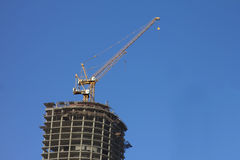 Aufbau des Wolkenkratzergebäudes Lizenzfreies Stockfoto