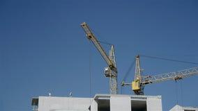 Aufbau eines mehrstöckigen Gebäudes stock footage
