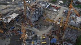 Aufbau eines Wohnhausprozesses im modernen Stadtbild aerial stock footage