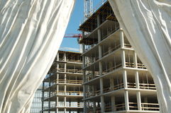 Aufbau hinter Trennvorhang Stockfotos