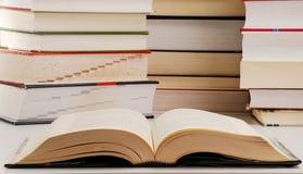 Aufbau mit Büchern Stockbild
