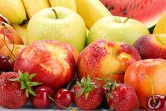 Aufbau mit Früchten Stockbild