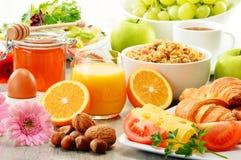 Aufbau mit Frühstück auf der Tabelle Balnced-Diät Lizenzfreie Stockbilder