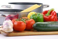Aufbau mit rohem Gemüse und Isolationsschlauch Lizenzfreies Stockfoto
