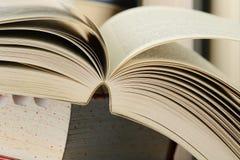 Aufbau mit Stapeln Büchern Lizenzfreies Stockfoto