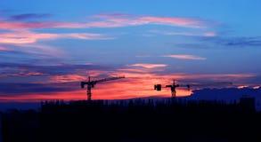 Aufbau am Sonnenaufgang Stockfotos