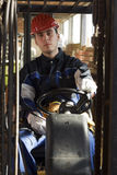 Aufbau workerer auf Arbeitsplatzlaufwerkmaschine stockfotos
