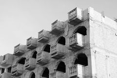 Aufbauen im Bau: Balkone und Fenster Stockfoto