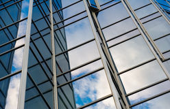 Aufbauende Glaswand stockbild