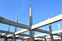 Aufbauende Konstruktsite und blauer Himmel Stockfotos