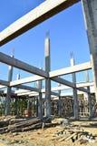 Aufbauende Konstruktsite und blauer Himmel Stockfoto