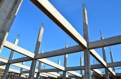 Aufbauende Konstruktsite und blauer Himmel Stockfotografie