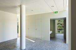 Aufbauender Innenraum, Halle lizenzfreie stockbilder