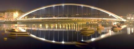 Aufbaugebäude Brücke Stockfotos