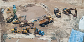 Aufbaumaschinen bei der Arbeit Lizenzfreies Stockfoto