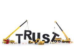 Aufbauvertrauen: Maschinen, die Vertrauenwort aufbauen. Stockfotos
