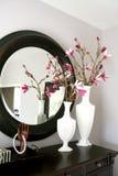 Aufbereiter mit Blumen Lizenzfreies Stockfoto