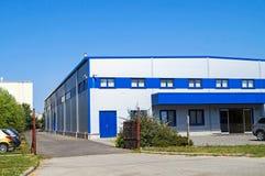 Aufbewahrungsbehälter im industriellen Lager Stockbild