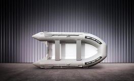 Aufblasbares Boot im Hangar lizenzfreie abbildung