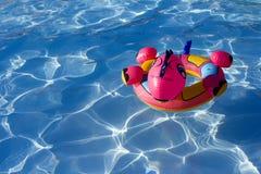 Aufblasbares Spielzeug im Aqua Stockbilder