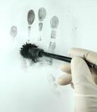Aufdecken der Fingerabdrücke Stockbild