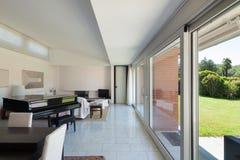 Aufenthaltsraum eines modernen Hauses stockfoto