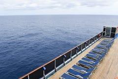 Aufenthaltsraumstühle auf einem Kreuzschiff lizenzfreies stockbild