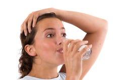 Auffüllen der Flüssigkeiten nach dem Training lizenzfreie stockbilder