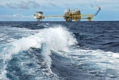 Aufflackernhochkonjunktur auf Offshoreölplattform Stockbild
