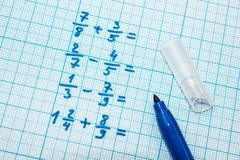 Aufgaben im Notizbuch für das Zeichnen lizenzfreie stockfotografie