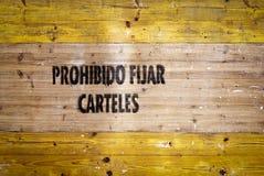 Aufgabeplakate verboten in den spanischen Zeichen Lizenzfreie Stockfotos