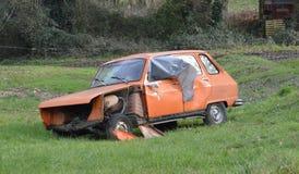 Aufgegebenes altes Auto verlassen in Frankreich Lizenzfreie Stockfotos