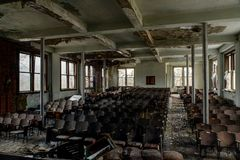 Aufgegebenes Auditorium - verlassene Alderson-Akademie - West Virginia lizenzfreie stockfotografie