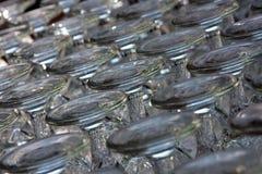 Aufgehaltenes Glas gedreht Lizenzfreie Stockbilder