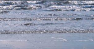 Aufgerautes Wasser in der Nordsee stock video