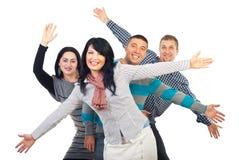 Aufgeregte Freunde mit den Armen in der Luft Stockfotos