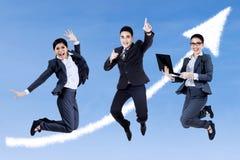 Aufgeregte Geschäftsleute Stockfoto