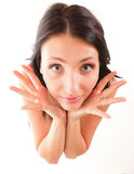 Aufgeregte junge Frau, die beide Hände in Richtung zu zeigt lizenzfreie stockfotos