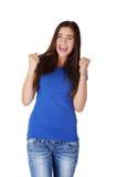 Aufgeregte junge Frau mit den Fäusten oben Lizenzfreie Stockfotografie