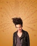 Aufgeregte junge Frau mit extremem hairtsyle und Hand gezeichneten Linien Stockfotografie