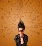 Aufgeregte junge Frau mit extremem hairtsyle und Hand gezeichneten Linien Stockfotos