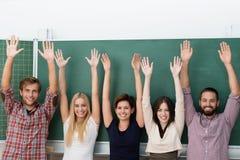 Aufgeregte multiethnische Gruppe Studenten Stockfotografie