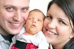 Aufgeregte Muttergesellschaft mit einem neugeborenen Schätzchen Lizenzfreies Stockfoto