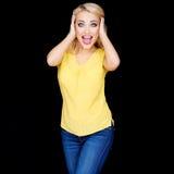 Aufgeregte schöne blonde Frau Lizenzfreies Stockfoto