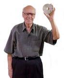 Aufgeregter Älterer hält eine CD-ROM an   stockfotografie