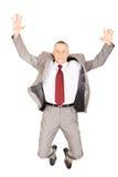 Aufgeregter Geschäftsmann, der wegen des Erfolgs springt Stockfotografie