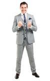 Aufgeregter hübscher Geschäftsmann mit den Armen hob in Erfolg an Lizenzfreie Stockfotografie
