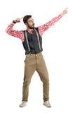 Aufgeregter junger Hippie-Sieger, der herauf das Feiern zeigt Lizenzfreies Stockfoto