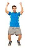 Aufgeregter Mann, der mit den Armen angehoben schreit Stockfotos